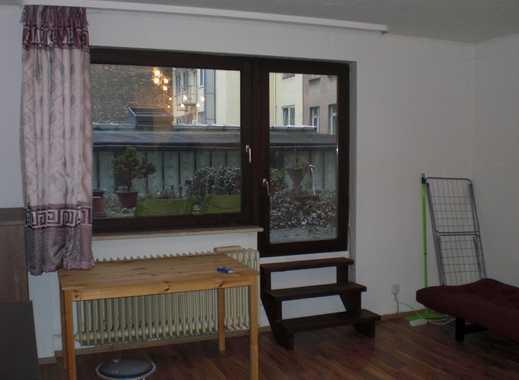 VON PRIVAT: 2-ZW (68-1/4) mit EBK und Balkon, zentrale Lage