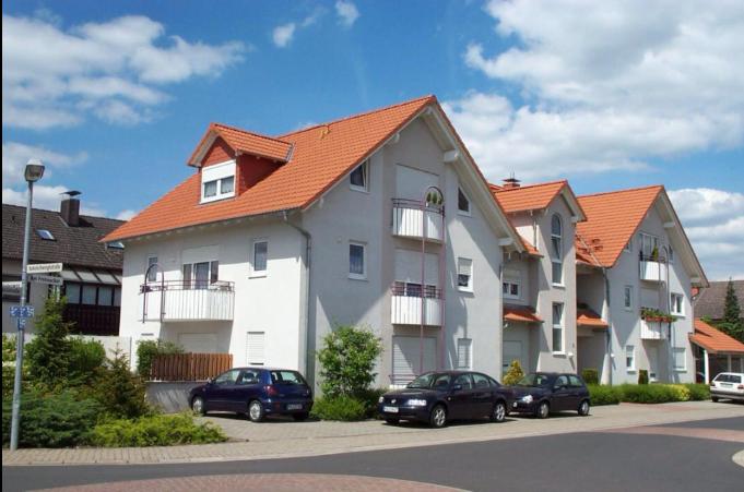 Für stilsicheres Wohnen: Moderne 2-Zimmer-Wohnung mit Dachloggia und Außenstellplatz in Erlenbach am Main