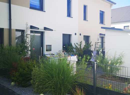 Reihenhaus Neubau, luxuriöse Ausstattung mit moderner Einbauküche
