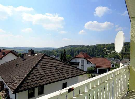 Gepflegte 5-Zi-Doppelhaushälfte mit Einbauküche, Terrasse, Garten, Balkon und schöner Aussicht