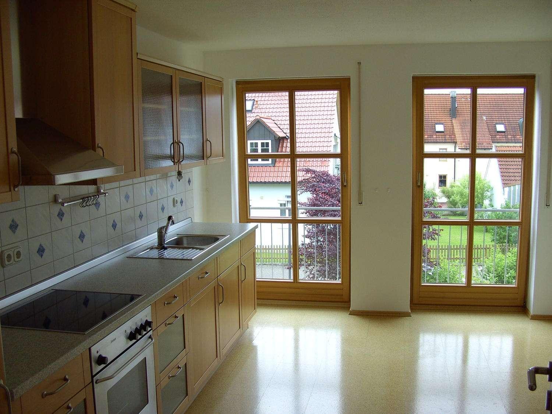Schöne, helle Wohnung in Zweifamilienhaus nahe Regensburg (10 km) - von privat, kein Makler!!!