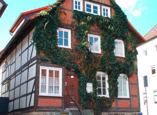 Wohnhaus mit Nebengebäude + 4 Garagen