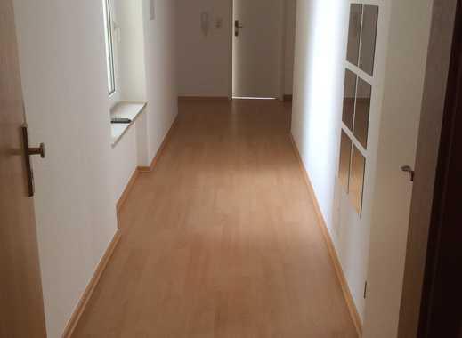 Preiswerte 3-Zimmer-Hochparterre-Wohnung mit Balkon in Greiz