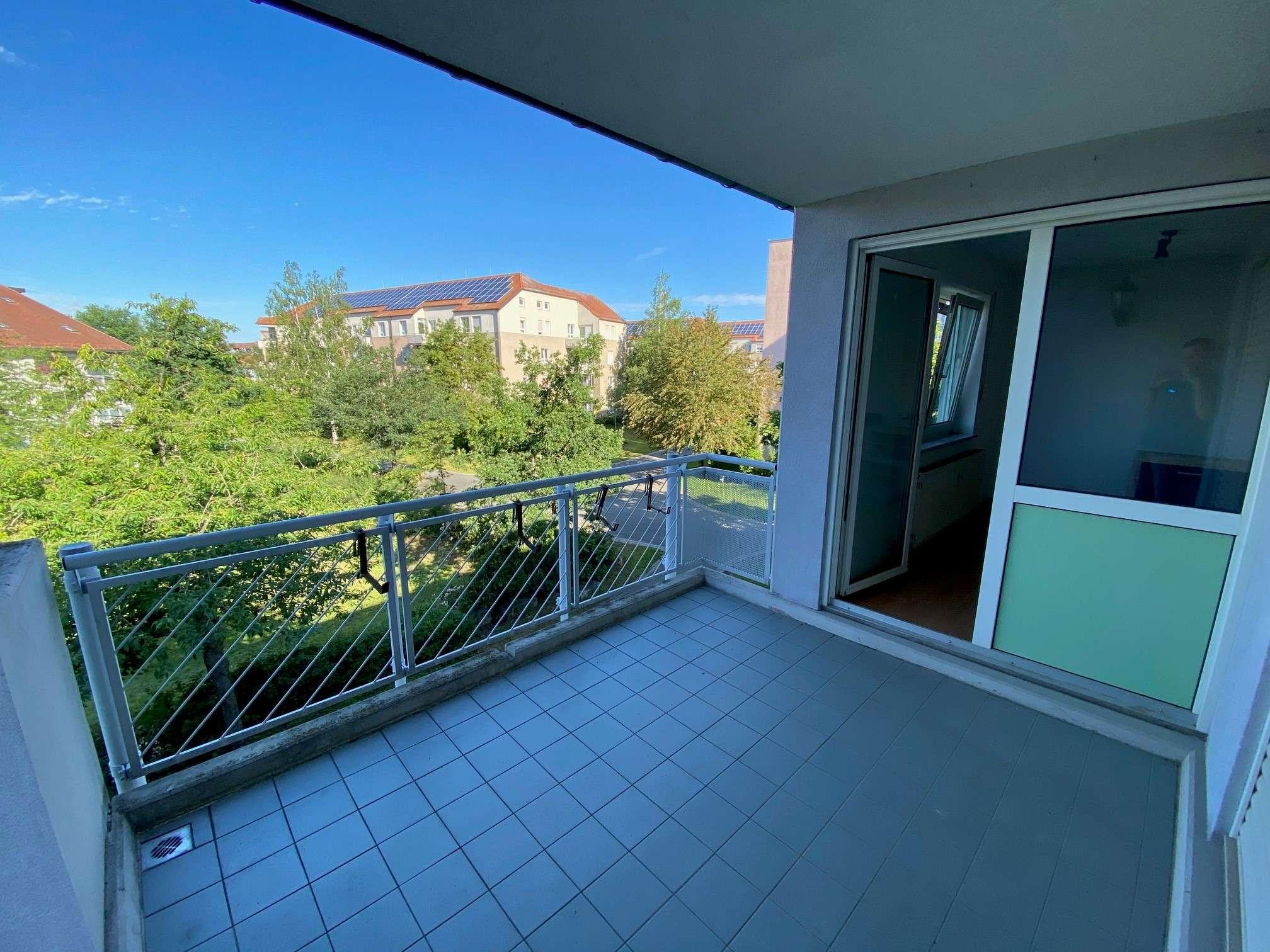 Gepflegte Wohnung mit zwei Zimmern sowie Balkon und Einbauküche in Erlangen in