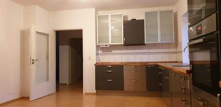 Gepflegte DG-Wohnung mit drei Zimmern sowie Balkon und EBK in Schierling in Schierling