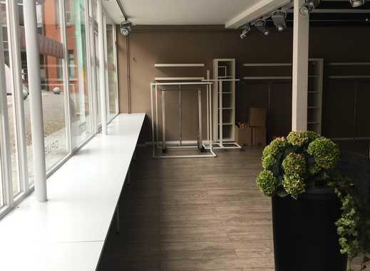 Moderne, helle Gewerbefläche mit goßem Schaufenster in Stader Fußgängerzone zu vermieten!