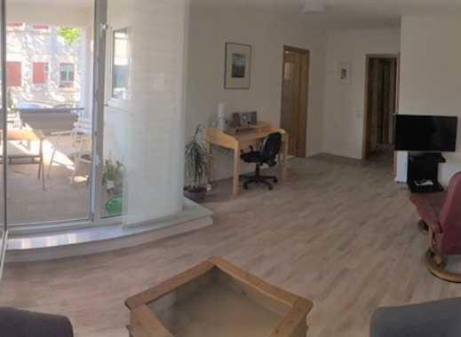 Möblierte helle 2-Zimmer-Hochparterre-Wohnung mit Loggia  in Mülheim an der Ruhr - Nähe Hochschule