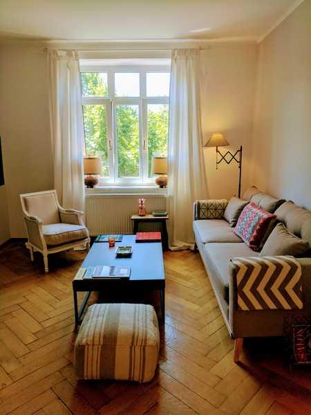Wunderschöne, voll möblierte, helle und ruhige 2-Zimmer-Altbauwohnung in Münchner Szene-Viertel in Ludwigsvorstadt-Isarvorstadt (München)