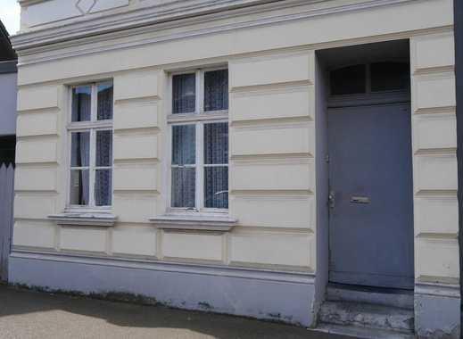 Gebäude (sanierungsbedürftig) und bebaubare Grundstücke: Ein spannendes Paket zum Verhandlungspreis!