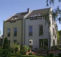 Doppelhaushälfte mit Ausbaupotential in ruhiger