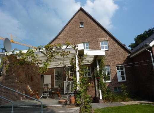 Großzügiges Einfamilienhaus mit Doppelgarage!