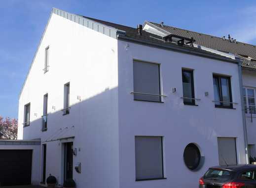 Der Traum vom Eigenheim im Pulheimer Zentrum! Großzügiges Einfamilienhaus mit Garten und Garage
