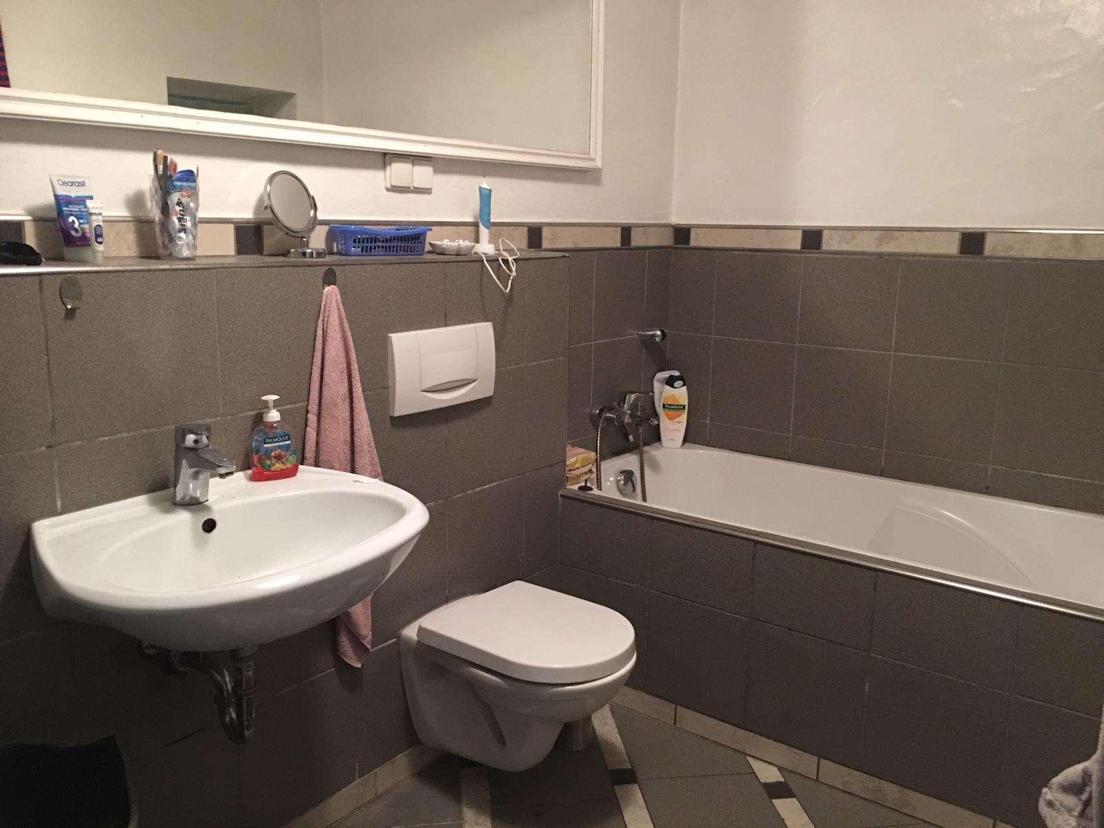 Ruhige, helle 2 Zimmer Wohnung mit Badewanne & Dusche in Obernau