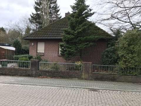 Super Freistehendes Einfamilienhaus mit Garage, Terrasse und Keller XD17