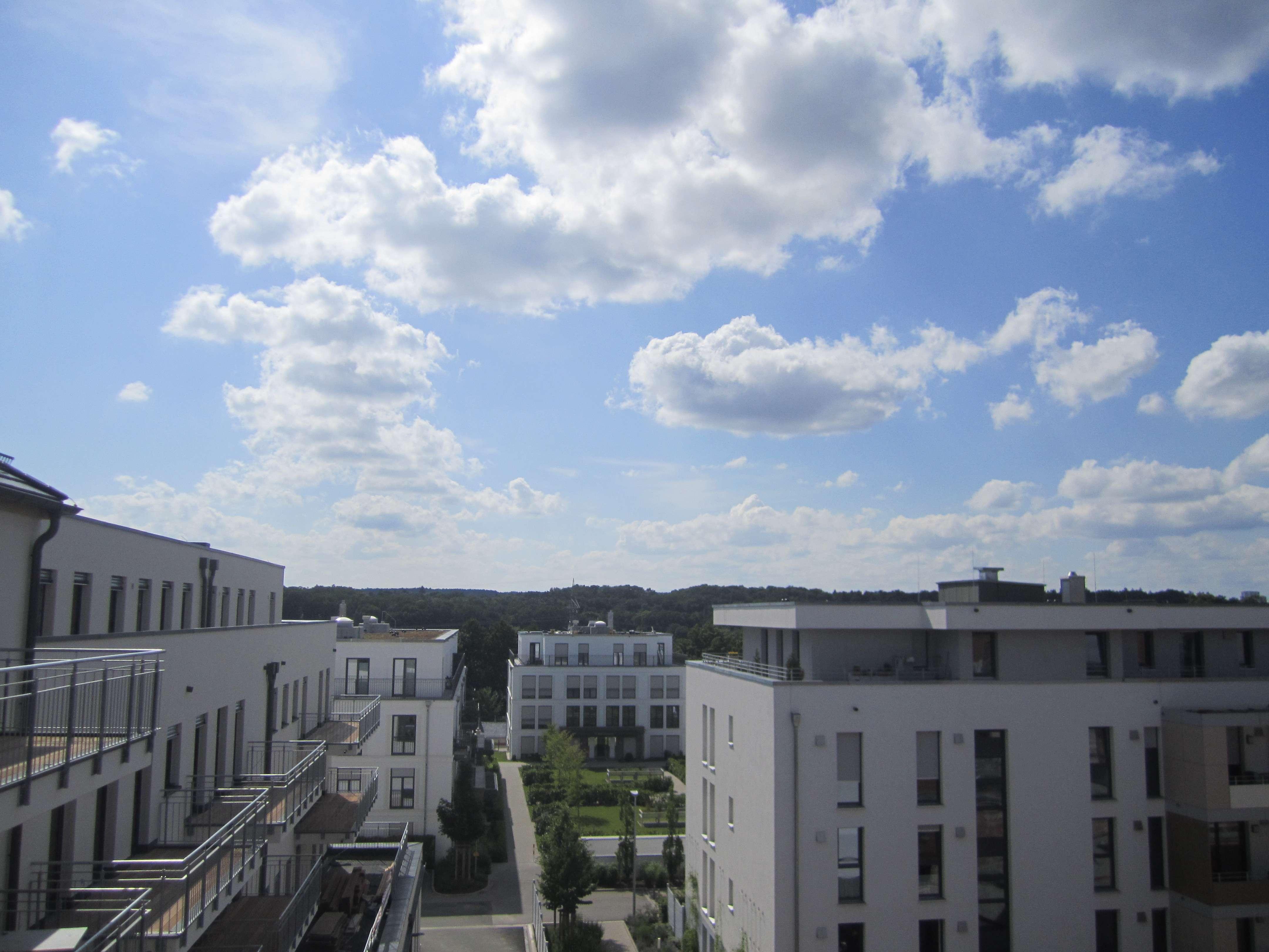 Exklusive 4-Zimmer-Neubau-Wohnung mit Balkon in den