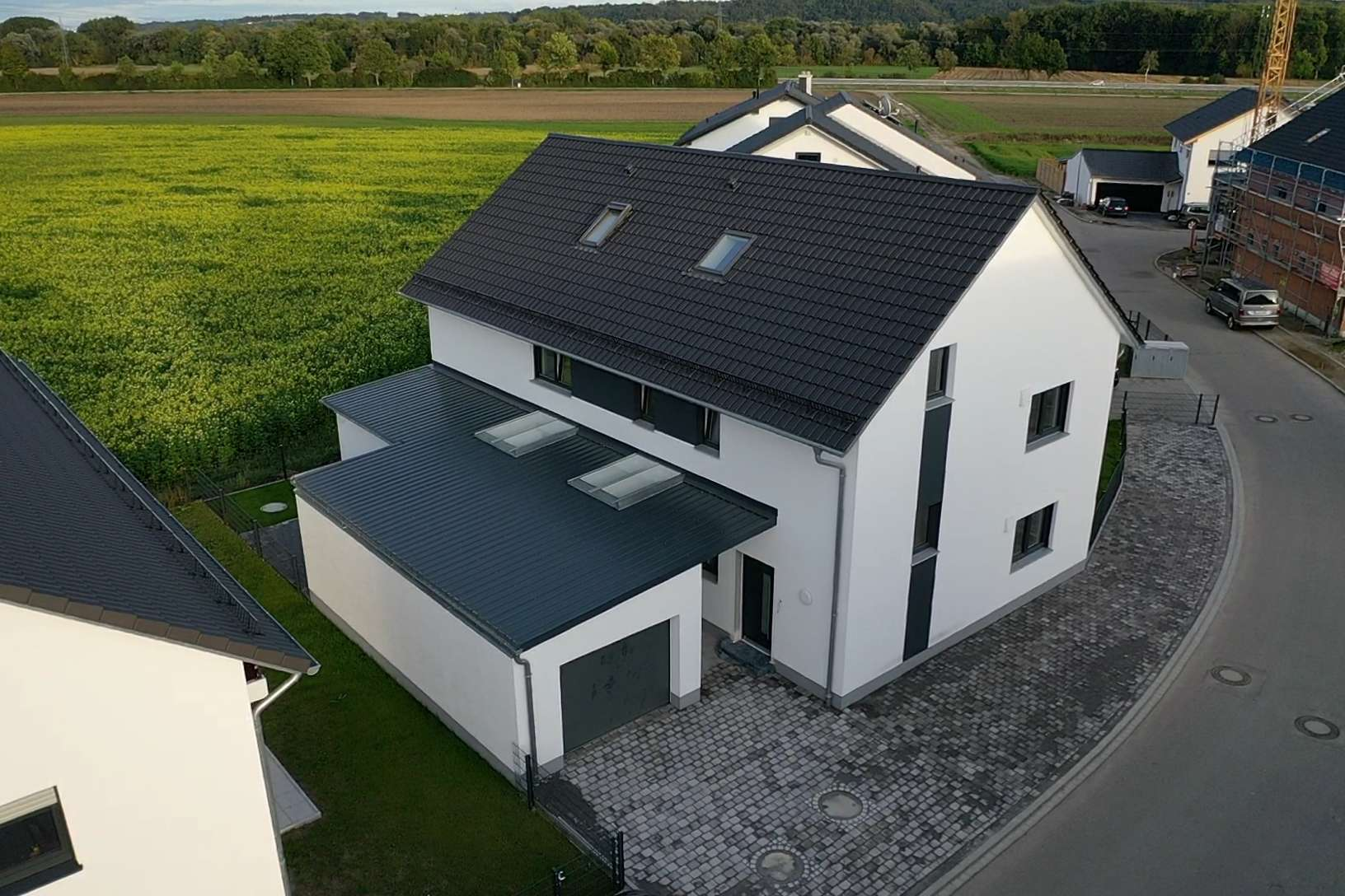Erstbezug mit Einbauküche und Balkon: freundliche 4-Zimmer-Maisonette-Wohnung in Ergolding in Ergolding