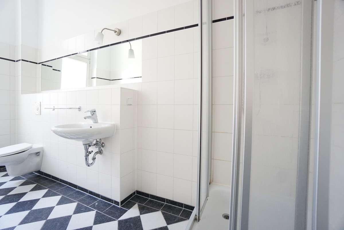 Duschbadezimmer, Gäste-WC