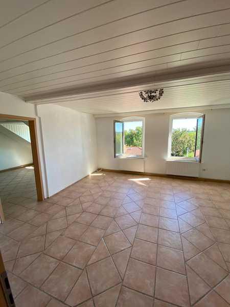 Preiswerte, modernisierte 4-Zimmer-DG-Wohnung mit EBK in 95100 Selb in Selb (Wunsiedel im Fichtelgebirge)