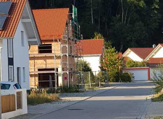 NEUBAU IN ERHARTING-TOP LAGE 2 Genehmigte Baugrundstücke für ein DHH noch frei.
