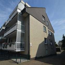 Sichere Kapitalanlage. Erdgeschosswohnung mit eigenem Garten und Garage in Moers Asberg.