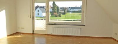 Großzügige und renovierte 3-4 Zimmer-Wohnung mit Balkon, neuem Badezimmer und Garage in B.O.-Süd