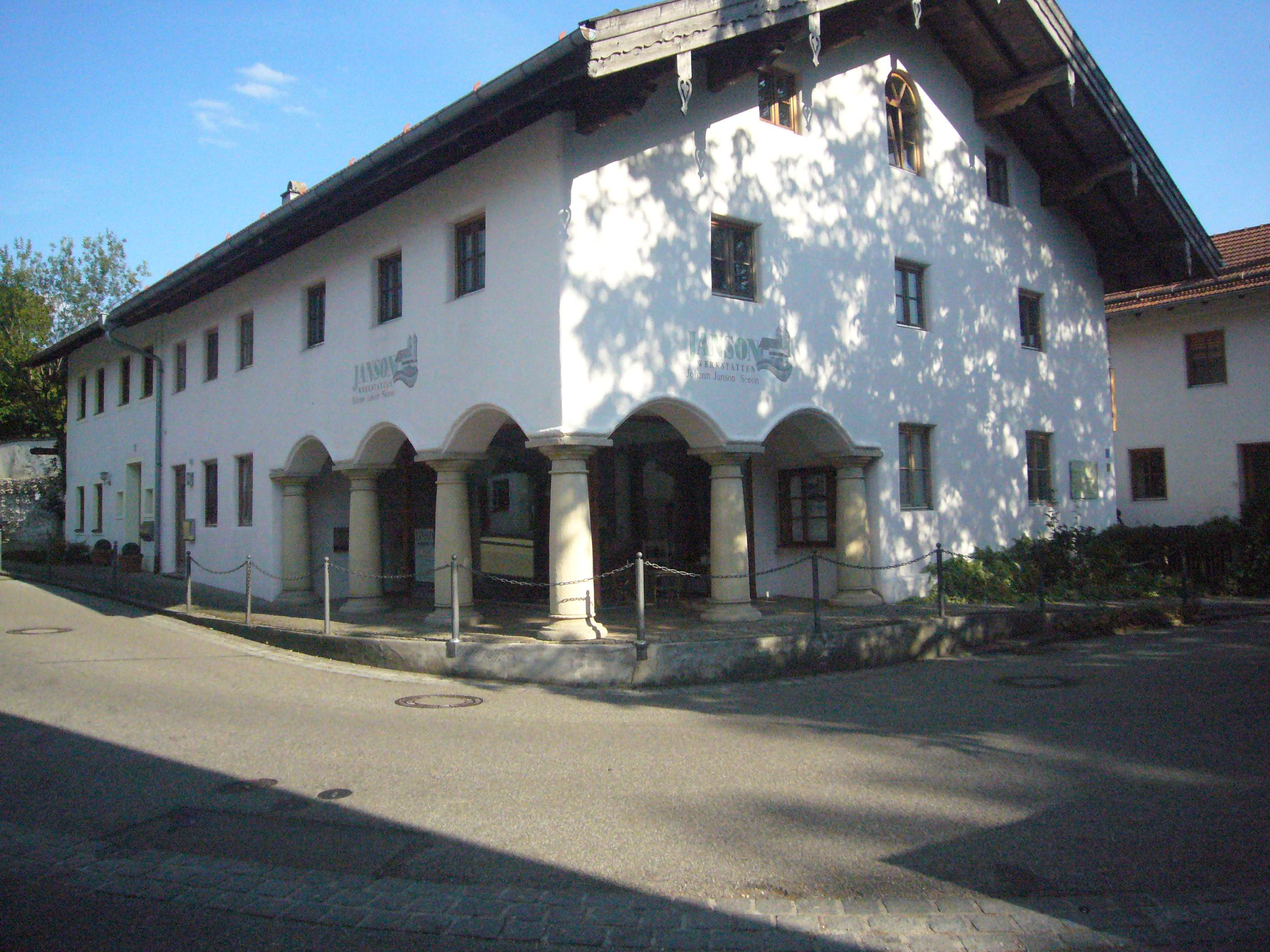 Modernes Appartement in der Ortsmitte in Seeon-Seebruck (Traunstein)