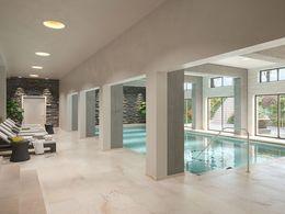 Schwimmbad im Untergeschoss
