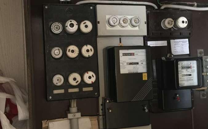 Stromzähler mit Kupferkabeln
