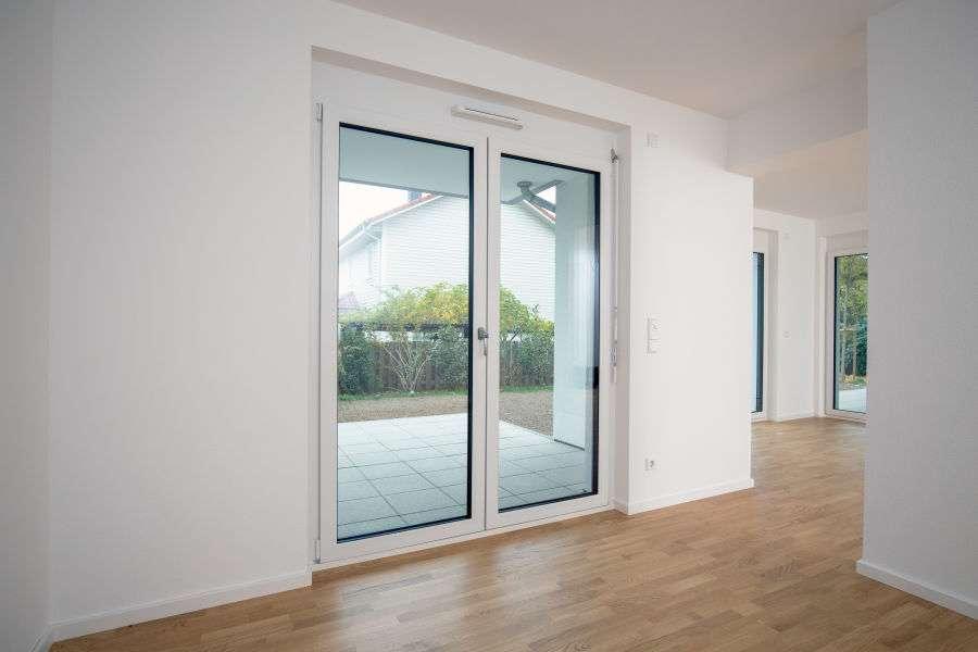 Neubau Erstbezug ! Schöne helle 3-Zimmerwohnung mit Balkon und Tiefgaragenstellplatz in Schweinheim (Aschaffenburg)