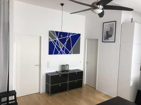 Befristete 2-Zimmer-DG-Wohnung mit großer Dachterrasse,  EBK in Bogenhausen, München in Bogenhausen (München)