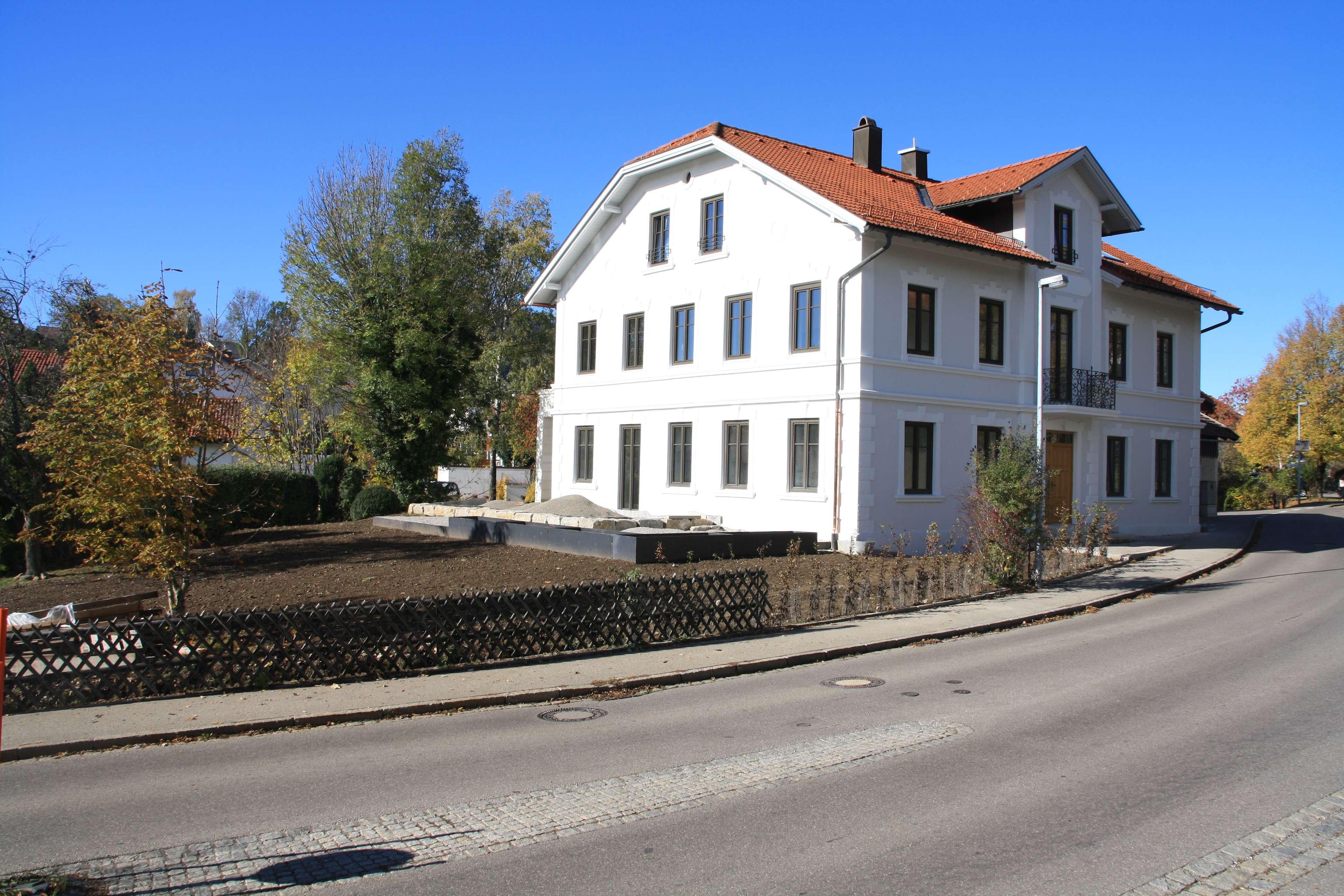 Sehr schön sanierter Altbau, geräumige 3-Zi-Dachgeschoßwohnung in Ermengerst im Oberallgäu in