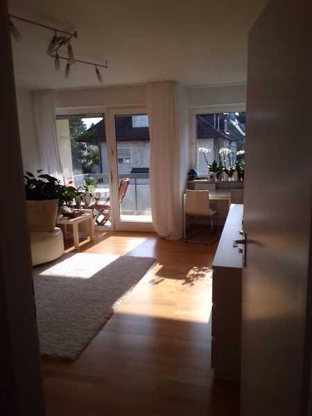 Sonniges Apartment in grüner, ruhiger Lage  mit Pool und Sauna im Haus. in Sendling-Westpark (München)