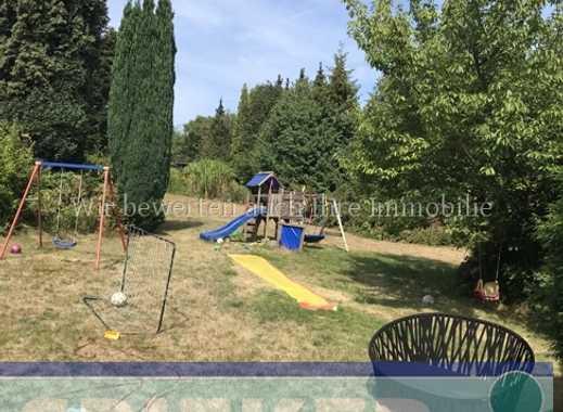 Geräumiges Zweifamilienhaus in bester Lage zur Selbstnutzung mit parkähnlichem Garten