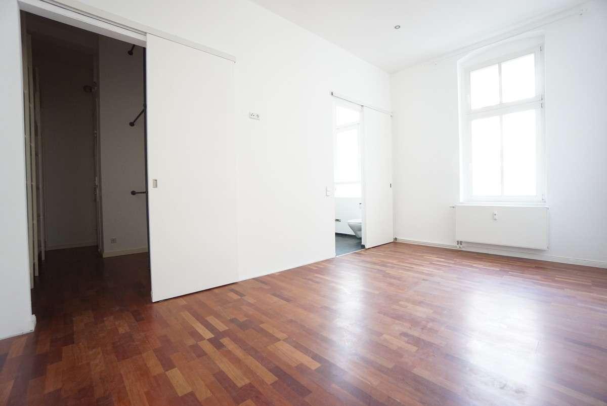 Zimmer 5 mit Ankleide und Bad
