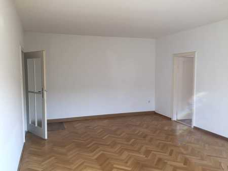 Zentral gelegene 4-Zimmer-Wohnung in Coburg mit Einbauküche in Coburg-Zentrum (Coburg)