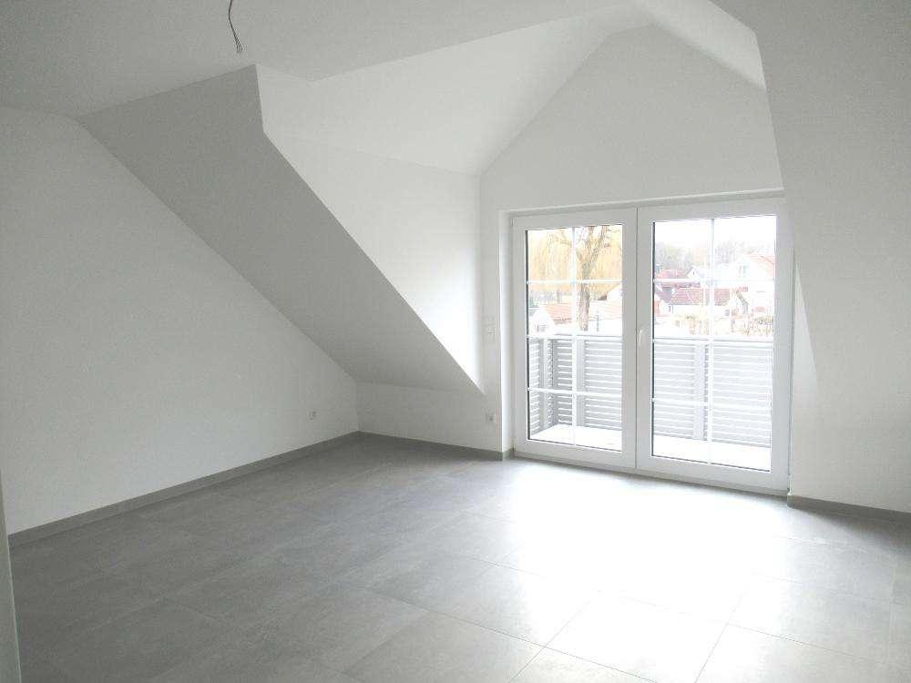 Ch.Schülke Immob., Bei Freising - Erstbezug, moderne 3-Zimmer-DG-Whg. mit Balkon in Langenbach (Freising)
