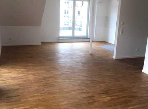 ***Kernsanierte Dachgeschoss Wohnung mit Dachterrasse und Einbauküche***