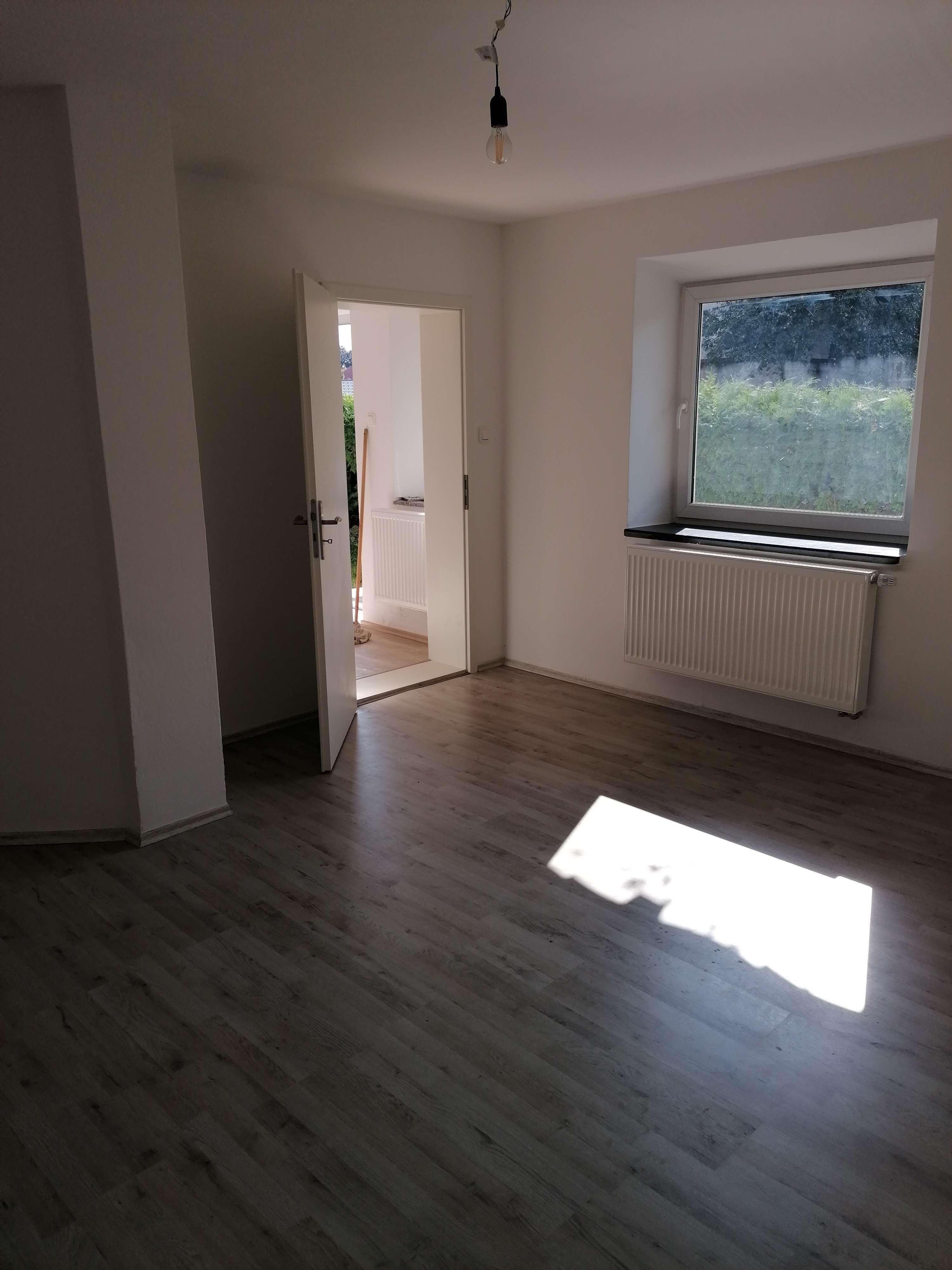 Schöne sanierte 3,5-Zimmer-Wohnung mit 2 PKW-Stellplätzen in Stephanskirchen in