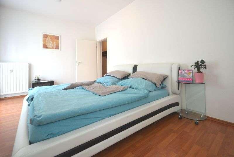 Hier schlafe ich ganz sicherlich hervorragend - komplett eingerichtetes Apartment, zentrumsnah in
