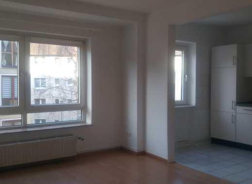 Schöne helle zwei Zimmer Wohnung mit offener einegbauter Wohnküche und Balkon in Bochum-Hamme