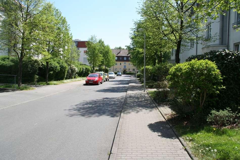 ruhige Zufahrtstraße 1