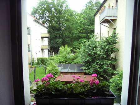 Helle, ruhige Wohnung nähe Stadttheater mit Balkon und Gartenbenutzung - NICHT WG-tauglich! in Regensburg-Innenstadt