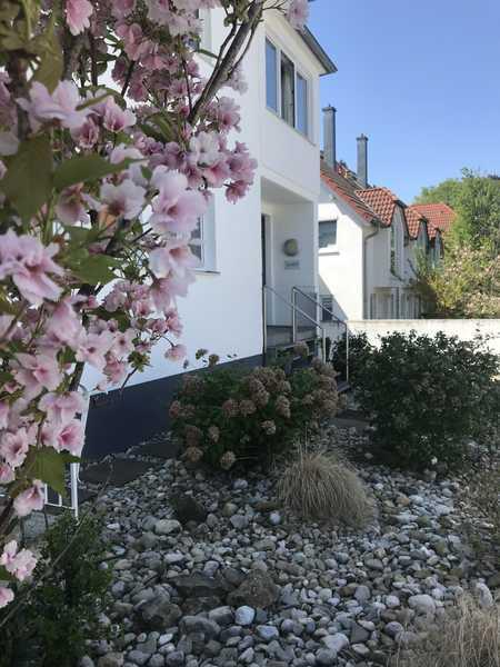 """""""Haus im Haus"""" mit Südterrasse: Helle und großzügig geschnittene 4- Zimmer Wohnung  München, Hadern in Hadern (München)"""