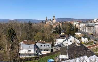 Barrierefreie Stadtwohnung mit fantastischem Taunus-und Stadtblick!