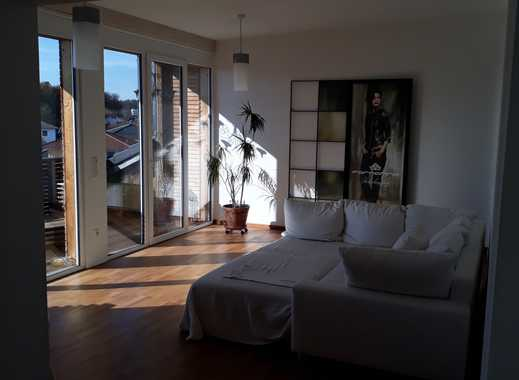 Neuwertige 3-Zimmer-DG-Wohnung mit Balkon und Einbauküche in Edling