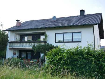 gepflegte 4 Zimmer Wohnung im 1. Obergeschoss mit Balkon in Furth (Landshut)