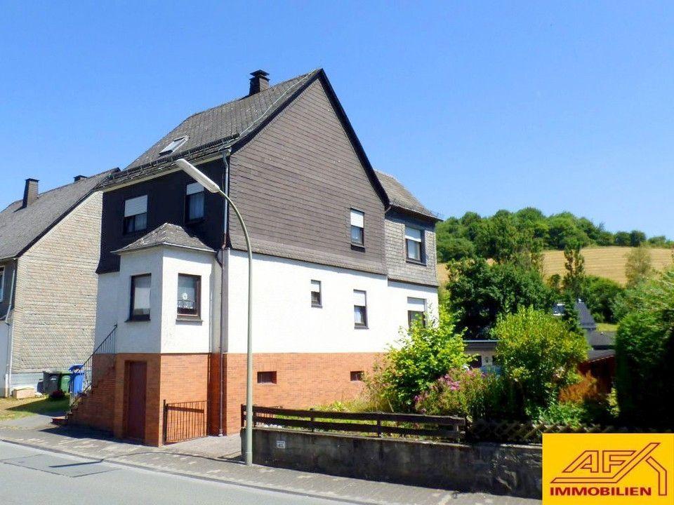 Großes Haus mit Doppelgarage und Wintergarten