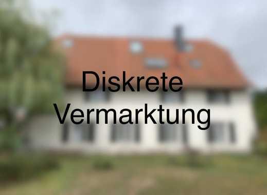 Schönes Zweifamilienhaus mit Grundstück
