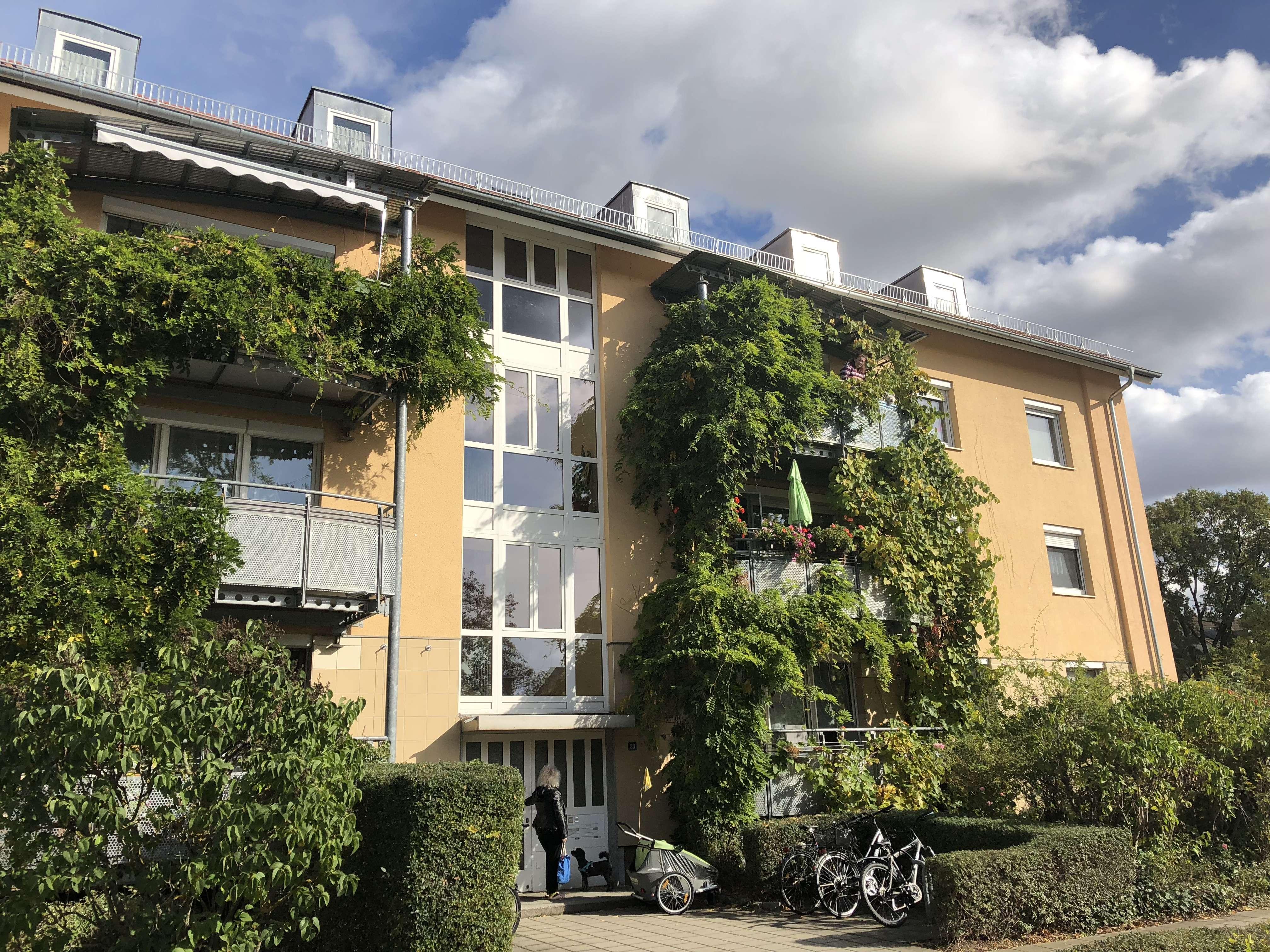 Erstbezug nach Renovierung: ruhige 5 Zimmer-Wohnung, 111 m², eigener Garten, neue Küche, großer Süd- in