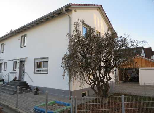 Doppelhaushälfte mit Garage und Carport
